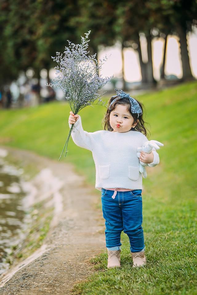 Đây chính là cô Ba Sài Gòn phiên bản 2,5 tuổi cưng hết sảy khiến dân mạng phát cuồng - Ảnh 45.