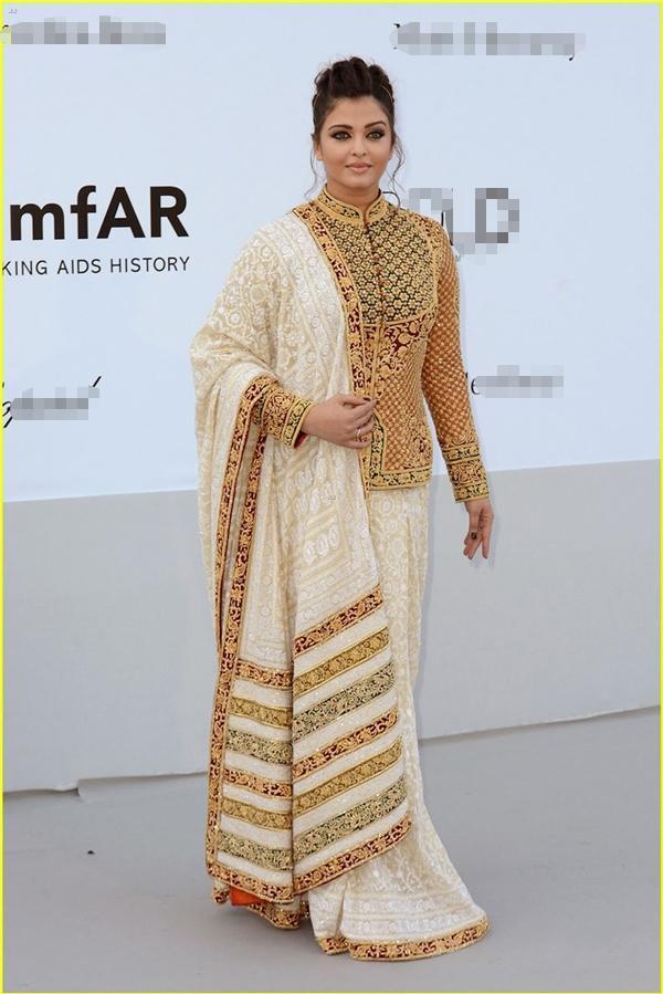 Hành trình 16 năm hóa nữ thần thảm đỏ Cannes của Hoa hậu Aishwarya Rai - Ảnh 23.