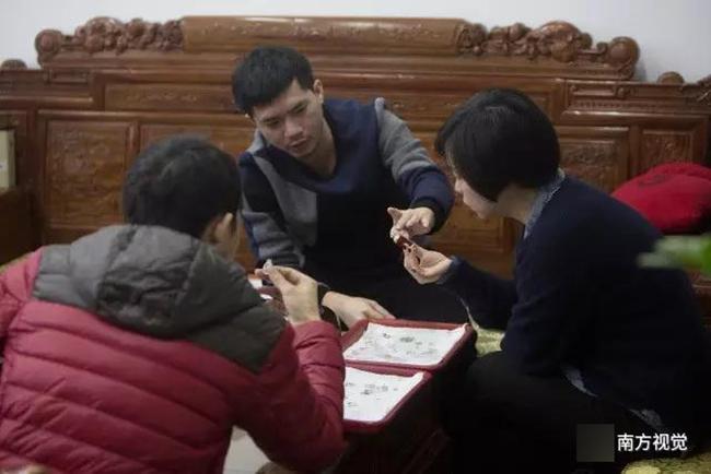 Ngôi làng nhiều vàng bạc châu báu nhất Trung Quốc: Xách túi nilon đựng vàng ròng đi ngoài đường cũng chẳng lo bị cướp - Ảnh 6.