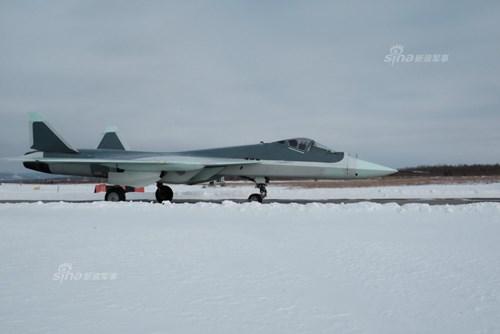 Lộ diện nguyên mẫu mới nhất của siêu tiêm kích Sukhoi T-50 - Ảnh 5.