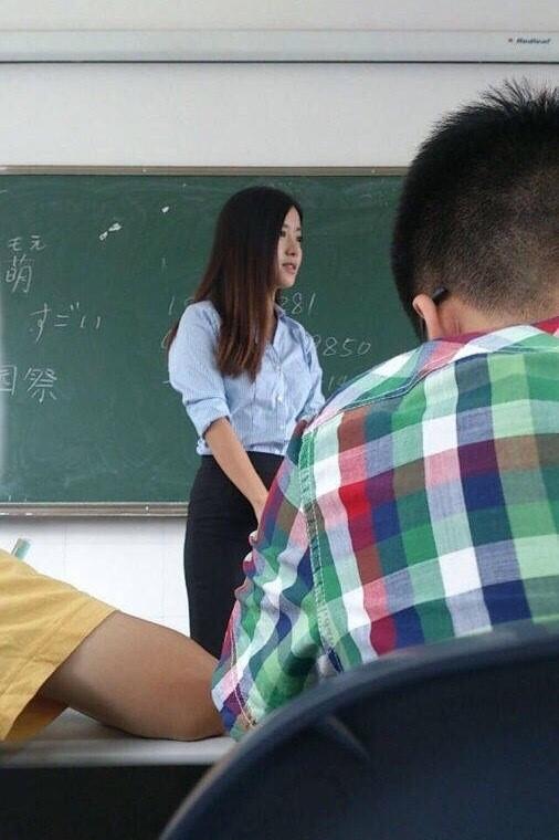 Những thầy cô đẹp hơn hoa khiến bạn chỉ muốn ngày nào cũng được đi học - Ảnh 7.