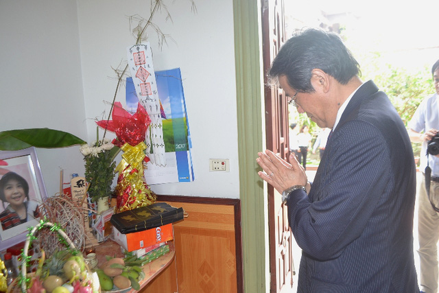 Đại sứ Nhật Bản đến gia đình bé gái người Việt bị sát hại nói lời xin lỗi - Ảnh 6.