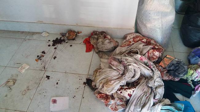 Khách trọ nữ ở bẩn nhất Vịnh Bắc Bộ: ra đi bỏ lại sau lưng nhà tắm mốc meo, đen kịt - Ảnh 6.