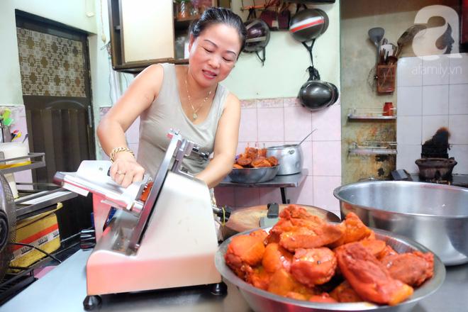 Ở Sài Gòn mà chưa xem xiếc mì, chưa ăn tô sủi cảo Thiệu Ký, bạn vẫn chưa hưởng hết lạc thú chánh hiệu Sài Gòn - Ảnh 6.