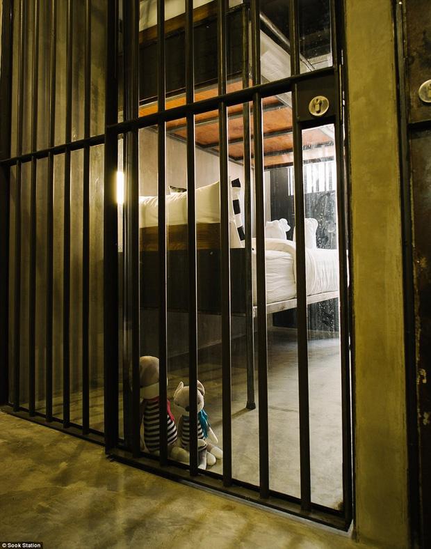 Khách sạn nhà tù ở Bangkok, nơi bạn phải trả tiền để được ngủ sau song sắt mỗi đêm - Ảnh 6.