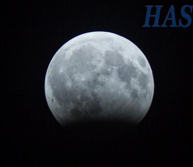 Sự thật về những bức hình trăng máu được cho là của hiện tượng nguyệt thực 1 phần tối qua - Ảnh 6.