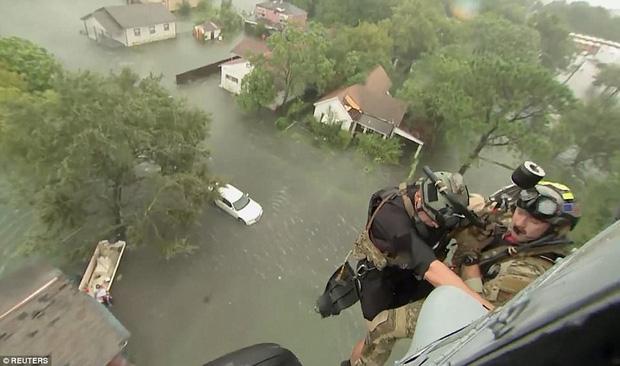 38 người chết và 48.700 ngôi nhà bị phá hủy sau cơn bão Harvey: Đây có thể chưa phải là thống kê thiệt hại cuối cùng - Ảnh 6.