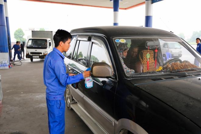 Cây xăng Việt đã cúi chào, tặng nước miễn phí cho khách trước cả khi cây xăng Nhật đến Hà Nội - Ảnh 6.