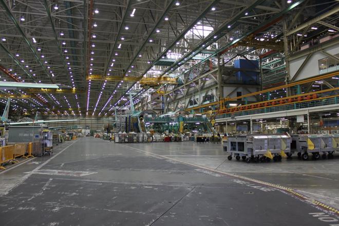 Dạo một vòng quanh nhà máy sản xuất máy bay lớn nhất của Boeing - Ảnh 6.