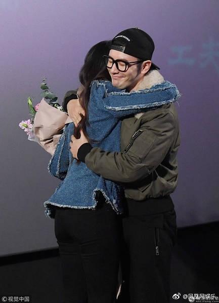Cô Cô Lưu Diệc Phi hạnh phúc ôm chầm lấy Quá Nhi Huỳnh Hiểu Minh tại sự kiện - Ảnh 6.