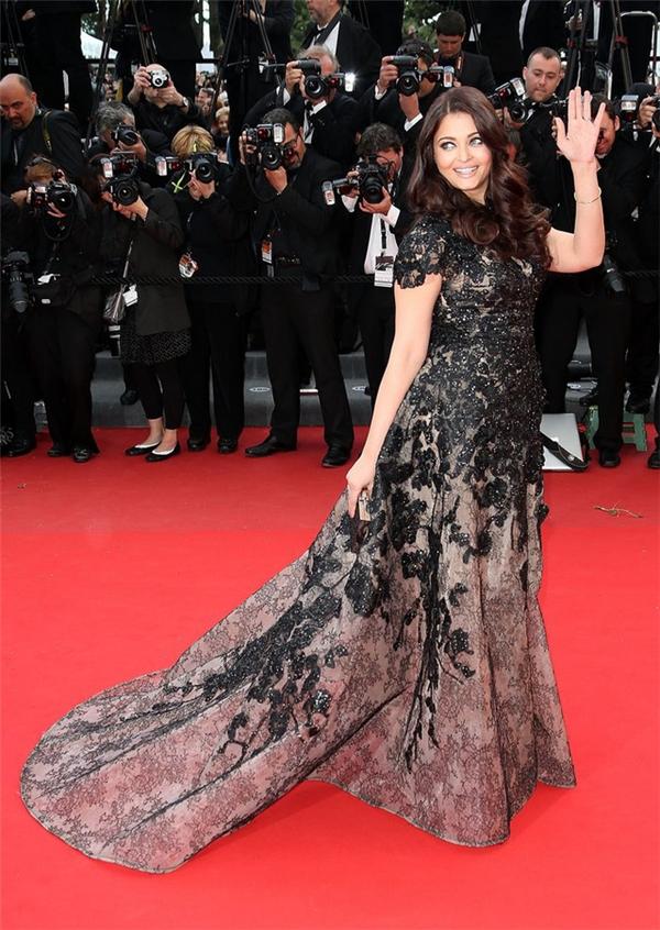 Hành trình 16 năm hóa nữ thần thảm đỏ Cannes của Hoa hậu Aishwarya Rai - Ảnh 26.