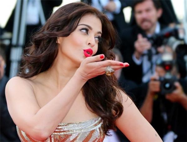 Hành trình 16 năm hóa nữ thần thảm đỏ Cannes của Hoa hậu Aishwarya Rai - Ảnh 27.