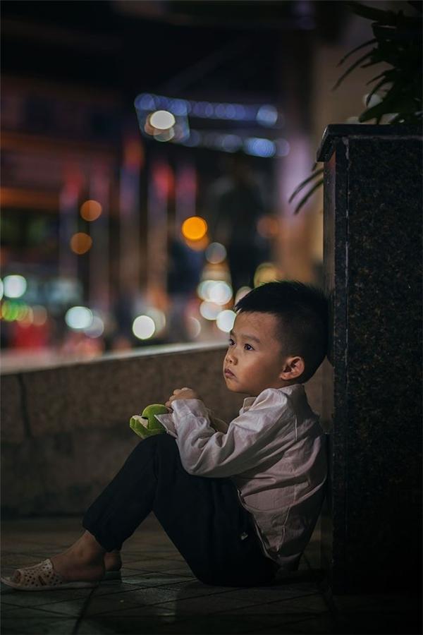 Sự thật bất ngờ về cậu bé đánh giày đang gây bão cộng đồng mạng - Ảnh 7.