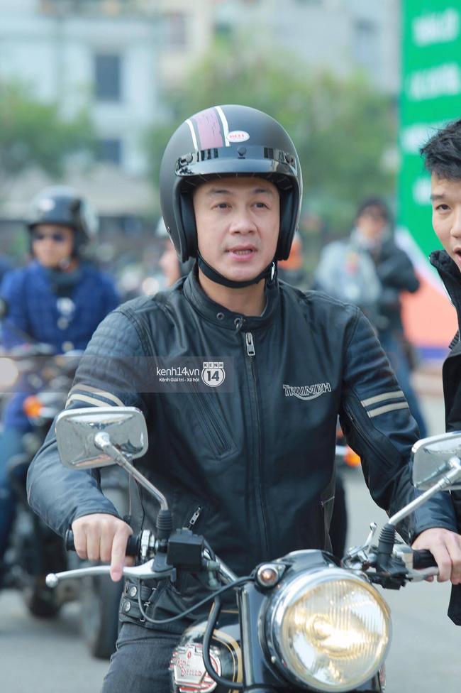Một lần nữa, MC Anh Tuấn lại gây xúc động khi chạy chiếc xe của Trần Lập dẫn đoàn diễu hành trên phố - Ảnh 7.