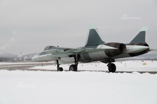 Lộ diện nguyên mẫu mới nhất của siêu tiêm kích Sukhoi T-50 - Ảnh 6.