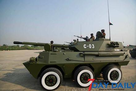 Quân đội Myanmar phô trương sức mạnh vũ khí trong cuộc duyệt binh - Ảnh 6.