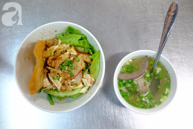 Ở Sài Gòn mà chưa xem xiếc mì, chưa ăn tô sủi cảo Thiệu Ký, bạn vẫn chưa hưởng hết lạc thú chánh hiệu Sài Gòn - Ảnh 7.