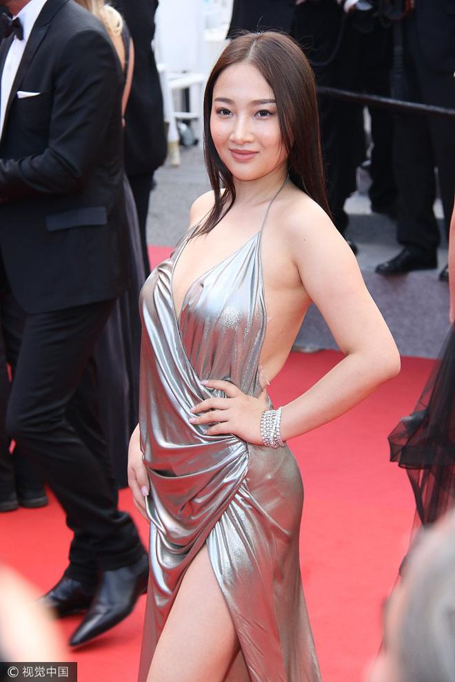 Người đẹp vô danh Cbiz tiếp tục bon chen thảm đỏ Cannes, tự biến mình thành Bella phiên bản lỗi - Ảnh 7.