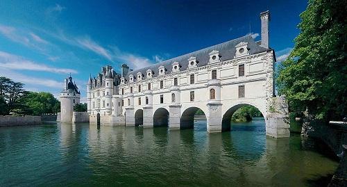 10 tòa lâu đài mang vẻ đẹp cổ tích vượt thời gian nổi tiếng khắp thế giới - Ảnh 7.