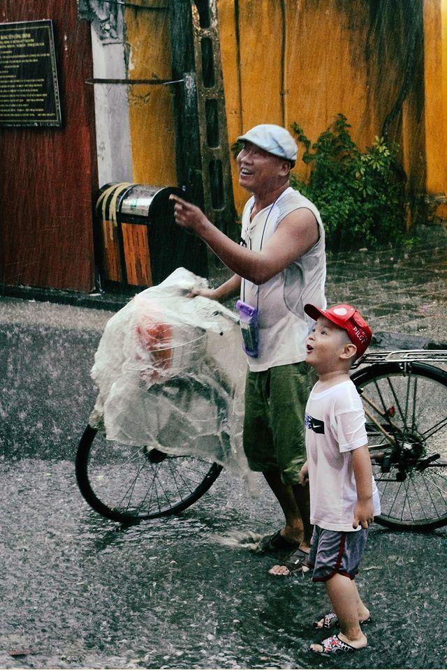 Những bức ảnh tuyệt đẹp này sẽ khiến bạn nhận ra, trong mưa, cuộc đời vẫn dịu dàng đến thế - Ảnh 7.