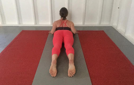 6 tư thế yoga giúp giảm đau hông hiệu quả mà vô cùng đơn giản để thực hiện - Ảnh 6.