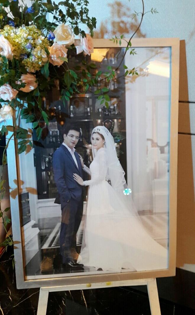 Những hình ảnh hiếm hoi về đám cưới ấm cúng của BTV Quang Minh và vợ trẻ - Ảnh 7.