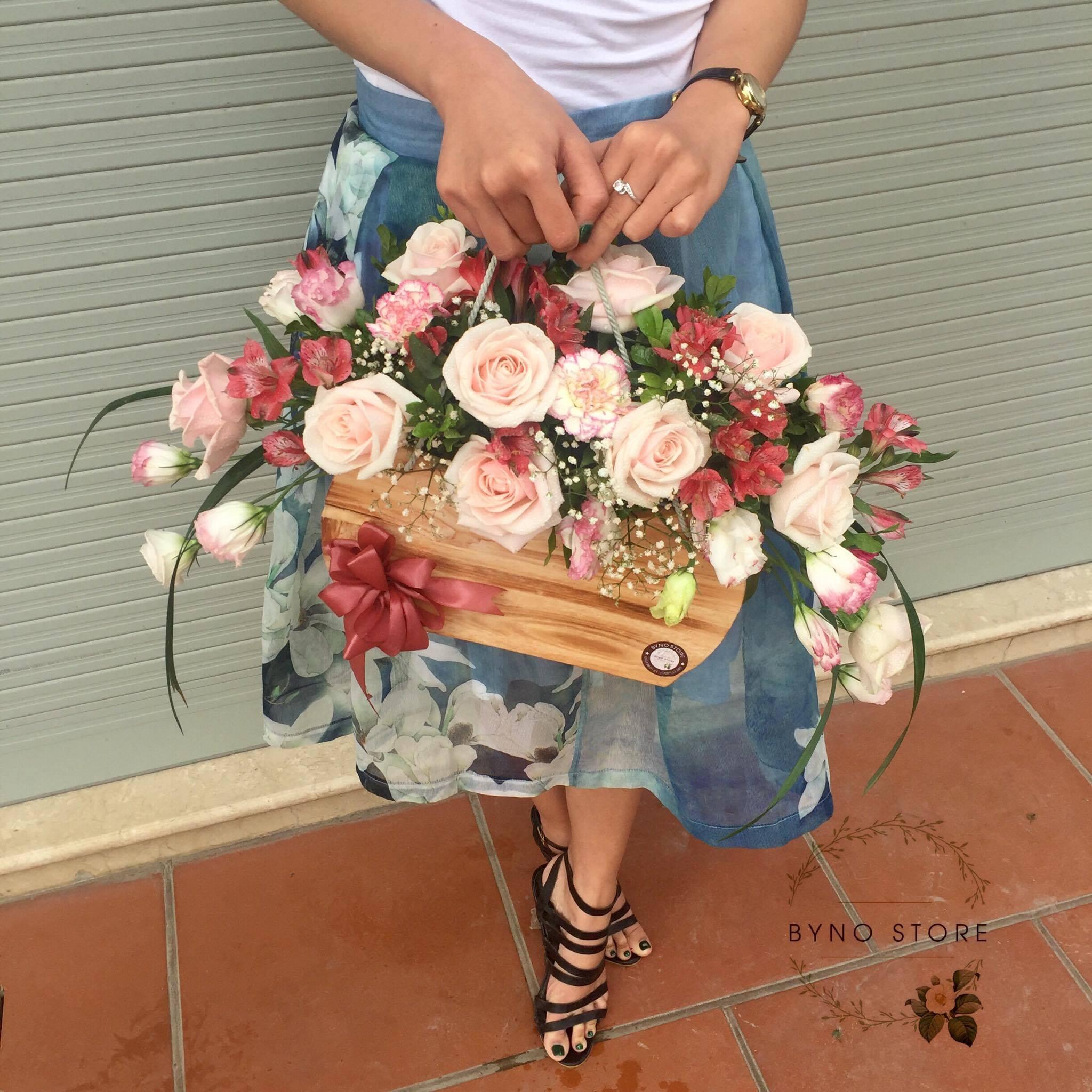 Bỏ công tránh việc, cô nàng quyết tâm theo nghiệp... bán hoa - Ảnh 7.
