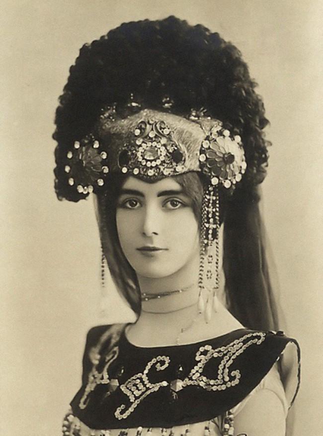 """Cuộc đời kịch tính của """"gái làng chơi"""" Paris được mệnh danh là tổ nghề Celeb"""" nổi tiếng nhờ các tin đồn và scandal - Ảnh 7."""