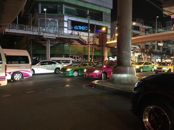 Nhật ký tuần vỡ mật đầy bão táp của đôi vợ chồng son: Sang Thái Lan du hí thì phát hiện quên ví, suýt phải trải áo xin tiền giữa Bangkok - Ảnh 7.