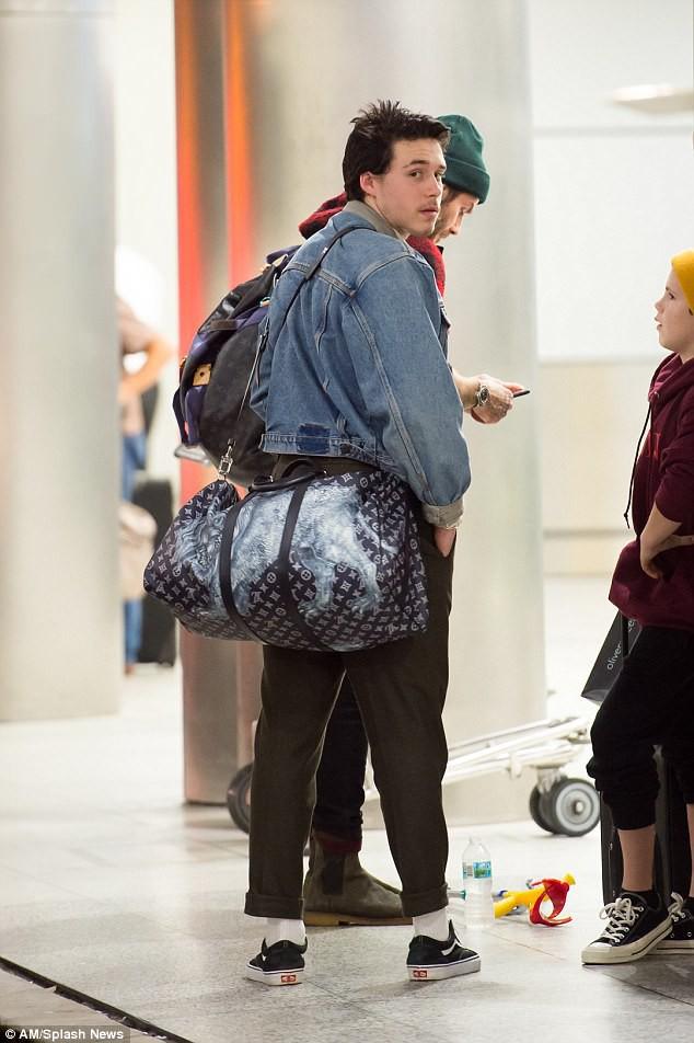 Harper Beckham diện giày 7,2 triệu đồng đi nghỉ mát đón năm mới cùng gia đình - Ảnh 7.