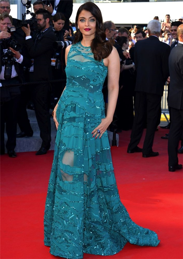 Hành trình 16 năm hóa nữ thần thảm đỏ Cannes của Hoa hậu Aishwarya Rai - Ảnh 33.