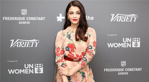 Hành trình 16 năm hóa nữ thần thảm đỏ Cannes của Hoa hậu Aishwarya Rai - Ảnh 34.