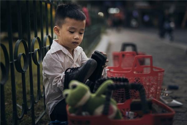 Sự thật bất ngờ về cậu bé đánh giày đang gây bão cộng đồng mạng - Ảnh 8.