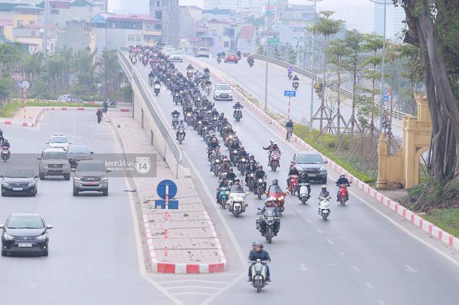 Một lần nữa, MC Anh Tuấn lại gây xúc động khi chạy chiếc xe của Trần Lập dẫn đoàn diễu hành trên phố - Ảnh 8.