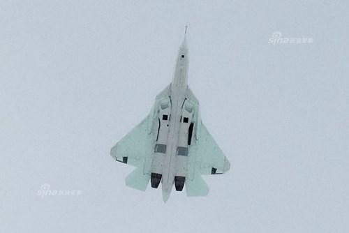 Lộ diện nguyên mẫu mới nhất của siêu tiêm kích Sukhoi T-50 - Ảnh 7.