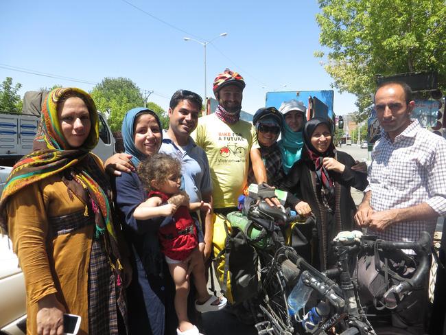 Hành trình 291 ngày, 15.000km, 11 quốc gia, 1 lần suýt chết, và cái kết có hậu của cô gái đạp xe từ Việt Nam - Ảnh 8.