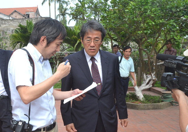 Đại sứ Nhật Bản đến gia đình bé gái người Việt bị sát hại nói lời xin lỗi - Ảnh 8.