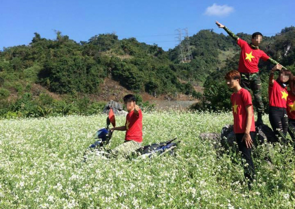 Ham chụp ảnh kiểu Hàm Hương, thanh niên thô bạo phi xe xuyên qua đàn bươm bướm - Ảnh 9.