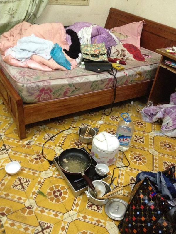 Khách trọ nữ ở bẩn nhất Vịnh Bắc Bộ: ra đi bỏ lại sau lưng nhà tắm mốc meo, đen kịt - Ảnh 8.