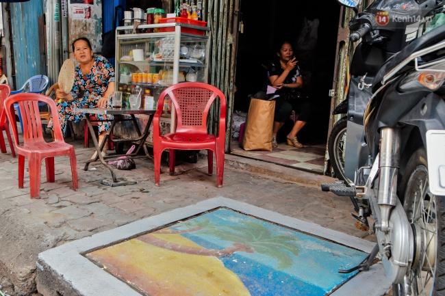 Nhìn những bức tranh trên nắp cống ở Sài Gòn đẹp như thế này, không ai nỡ xả rác nữa! - Ảnh 8.