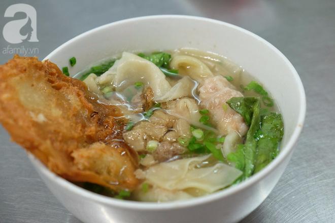 Ở Sài Gòn mà chưa xem xiếc mì, chưa ăn tô sủi cảo Thiệu Ký, bạn vẫn chưa hưởng hết lạc thú chánh hiệu Sài Gòn - Ảnh 8.