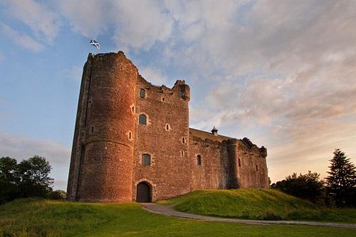 10 tòa lâu đài mang vẻ đẹp cổ tích vượt thời gian nổi tiếng khắp thế giới - Ảnh 8.