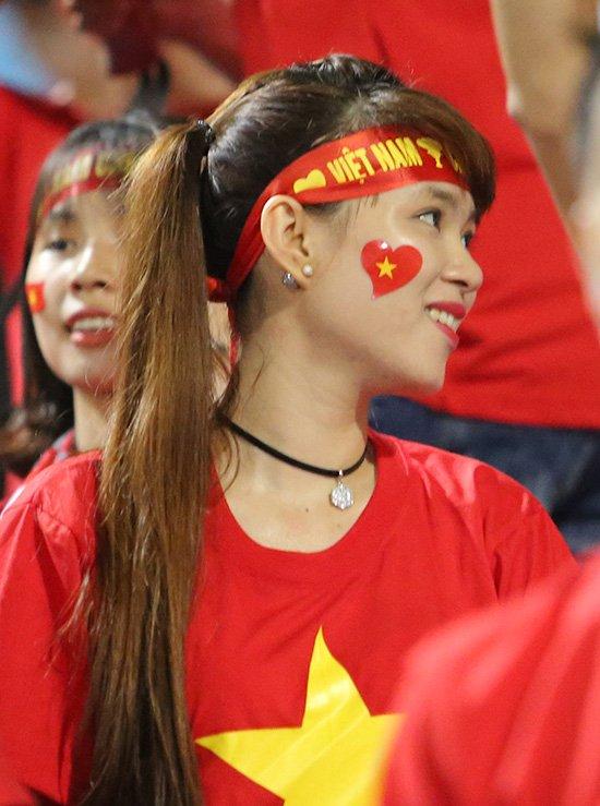 Fan nữ cổ vũ Công Phượng đấu hot boy xứ Hàn - Ảnh 8.