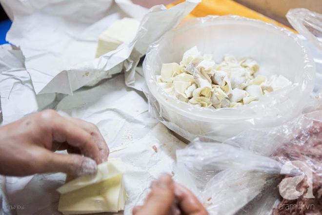 Có một tiệm mì vằn thắn gia truyền 3 đời, ăn là nghiện, không thử là thiệt ở Hà Nội, bạn đã biết chưa? - Ảnh 8.