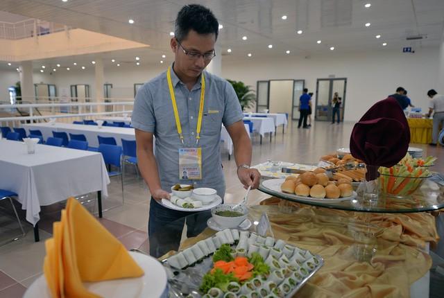 Khám phá bếp ăn phục vụ 3.000 phóng viên ở Trung tâm Báo chí APEC - Ảnh 8.