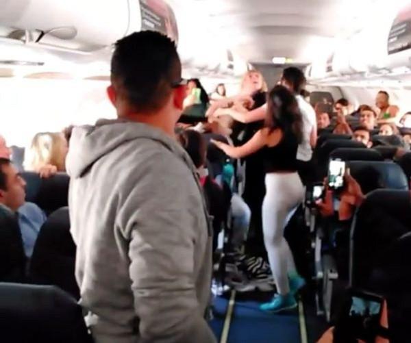 """1001 chuyện """"dở khóc dở cười"""" trên máy bay được chính tiếp viên hàng không tiết lộ - Ảnh 8."""