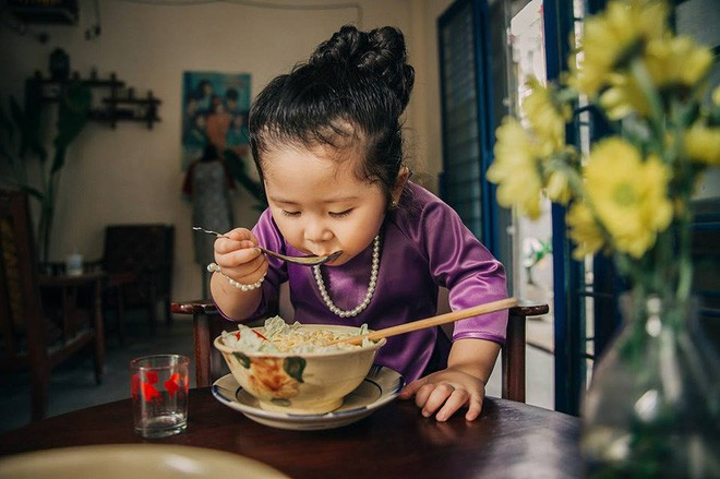 Đây chính là cô Ba Sài Gòn phiên bản 2,5 tuổi cưng hết sảy khiến dân mạng phát cuồng - Ảnh 8.
