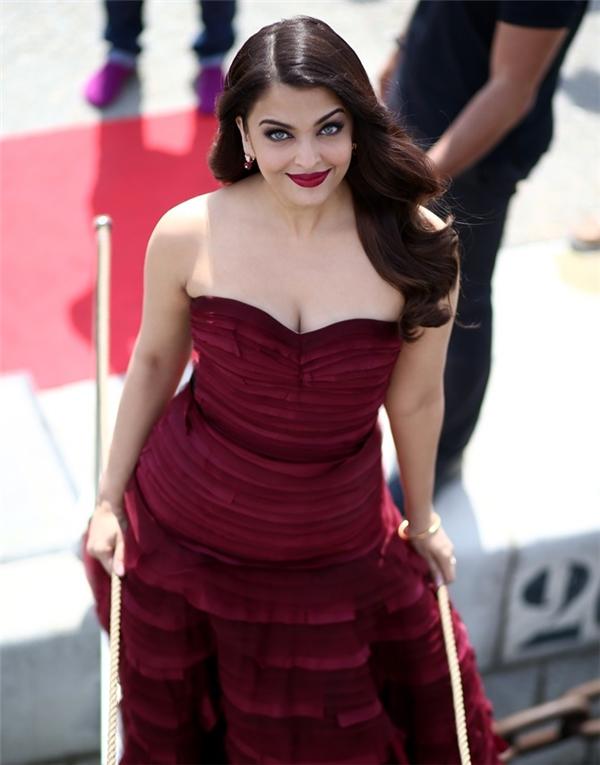 Hành trình 16 năm hóa nữ thần thảm đỏ Cannes của Hoa hậu Aishwarya Rai - Ảnh 36.