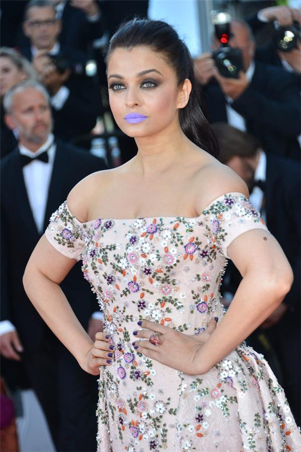 Hành trình 16 năm hóa nữ thần thảm đỏ Cannes của Hoa hậu Aishwarya Rai - Ảnh 37.