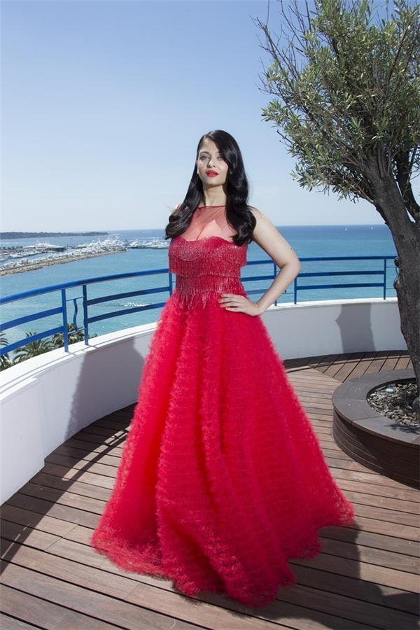 Hành trình 16 năm hóa nữ thần thảm đỏ Cannes của Hoa hậu Aishwarya Rai - Ảnh 40.